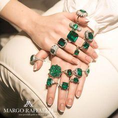 Just very usual Monday at @baycojewels ❤️ Credit: @gartsevanataliya for www.margoraffaelli.com #margolovesbayco #margolovesemeralds #emerald #highjewelry #HauteJoaillerie #highjewellery