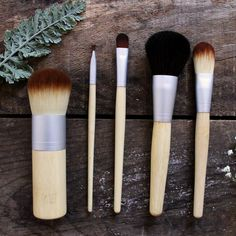 Bamboo Handle Makeup Brushes #naturalskincare #greenbeauty