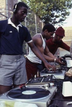 Henry Chalfant - 3 DJs: Park Jam at the Patterson Houses, the Bronx, 90s Hip Hop, Hip Hop Rap, Afro, New School Hip Hop, Old School, Estilo Gangster, Patterson House, Jamel Shabazz, Estilo Hip Hop