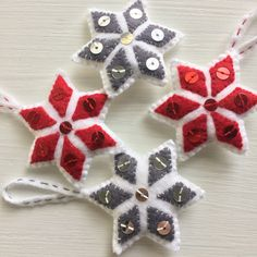 Set of 4 Christmas ornaments. Made in felt, with 6cm of height, 100% handmade