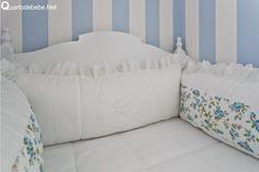 enxoval de berço floral azul e branco