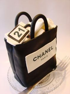 From Paris - with love :-) Chanel cake design Pretty Cakes, Cute Cakes, Beautiful Cakes, Amazing Cakes, Coco Chanel Cake, Bolo Chanel, Chanel Cupcakes, Unique Cakes, Creative Cakes