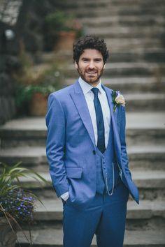 Blauer Anzug für den Bräutigam