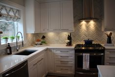Sink: BLANCO VISION™ in Anthracite, Faucet: BLANCO DIVA™ in Chrome on Property Brothers