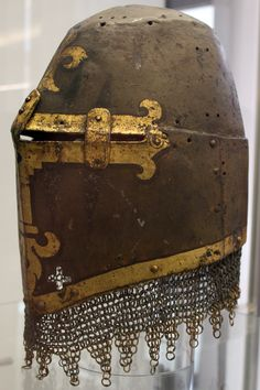 The Great helm of Hans Rieter of Kornburg, 14th century, displayed in the Germanic National Museum in Nuremberg. (Topfhelm des Hans Rieter Von Kornburg, Nürnberg, Mitte 14. Jhd.; Germanisches Nationalmuseum Nürnberg.)
