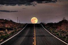 Carretera y luna