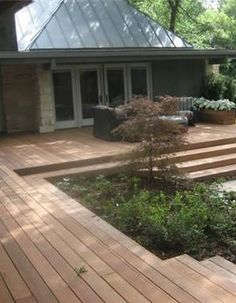 I am noticing a trend in deck design.wide expanses of steps ( I like ) and NO railings. Im not sure about the no railing. Also, the stepping stones look like broken up concrete from the before phase. by cherry Backyard Patio, Backyard Landscaping, Small Backyard Decks, Small Patio, Outdoor Rooms, Outdoor Living, Patio Deck Designs, Wooden Decks, Decks And Porches