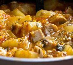 Mancare de cartofi cu ciuperci Romanian Food, Romanian Recipes, Tasty, Yummy Food, Pork, Potatoes, Cooking Recipes, Sweet, Ethnic Recipes