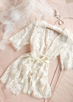 Bridal lace robe de chambre