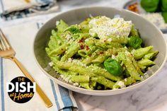 Simple Mac & Cheese With Broccoli Pesto - The Dr. Oz Show Broccoli Pesto, Asparagus Pasta, Easy Mac And Cheese, Mac Cheese, Quick Recipes, Pasta Recipes, Yummy Recipes, Vegetarian Recipes, Healthy Recipes