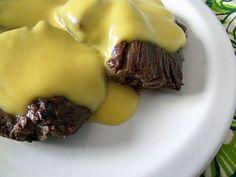 Molho de Mostarda Ingredientes: 2 colheres(sopa)de manteiga; 1 cubo de caldo de legumes; 6(sopa)de sopa de Pasta de Mostarda Essência do Vale; 200g de creme de leite; 1 copo de requeijão; 2 colheres(sopa)de salsinha. Preparo: Na panela, aqueça a manteiga e o caldo de legumes. Adicione a mostarda e o requeijão e espere que eles fiquem bem quentes, não pare de mexer. No fogo baixo, adicione o creme de leite e acerte o sal, sem ferver. Despeje o molho por cima da carne e acrescente a salsinha. No Salt Recipes, Meat Recipes, Cooking Recipes, Chutney, Tempura, Sauces, Recipe Mix, English Food, Portuguese Recipes