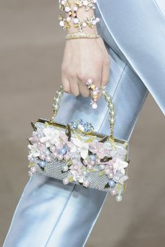 Georges Hobeika at Couture Spring 2017 (Details) vintage leather handbags Georges Hobeika, Beaded Purses, Beaded Bags, Fashion Bags, Fashion Accessories, Womens Fashion, Design Bleu, Himmelblau, Vintage Handbags