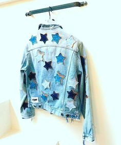 denim jacket with stars Custom Clothes, Diy Clothes, Jean 1, Denim Art, Diy Vetement, Denim Fashion, Cute Outfits, Modest Outfits, Skirt Outfits