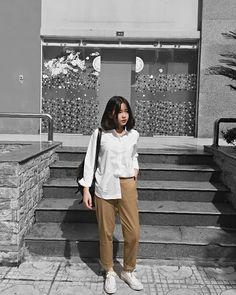 Pretty Girl of Asian - Smile Girl Beauty Street Hijab Fashion, Korean Street Fashion, 90s Fashion, Girl Fashion, Fashion Outfits, Casual Hijab Outfit, Casual Outfits, Mode Ulzzang, Ulzzang Fashion