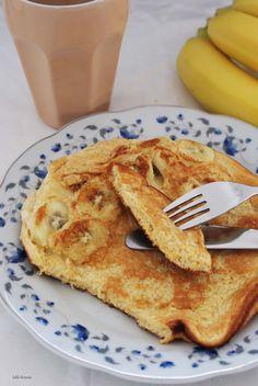 Lekki brzusio.: Puszysty omlet z bananem Healthy Sweets, Healthy Eating, Frittata, Apple Pie, Sweet Recipes, Pancakes, French Toast, Good Food, Menu