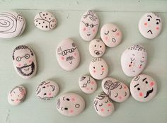 Arts And Crafts Store Pebble Painting, Pebble Art, Stone Painting, Diy And Crafts, Craft Projects, Crafts For Kids, Arts And Crafts, Stone Crafts, Rock Crafts