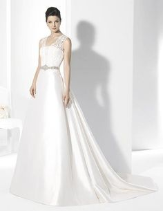 For Franc Sarabia has a bridal collection where elegance, delicacy and good taste prevail in each of its dresses. Bridal Gowns, Wedding Gowns, Wedding Clip, Wedding Styles, One Shoulder Wedding Dress, Formal Dresses, Collection, Weeding, Cocktail