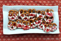 I am a proud Canadian and look forward to Canada Day every year. One of my favourite Canada Day Dessert Ideas is Chocolate Covered Pretzels. Chocolate Covered Pretzels Recipe, Chocolate Covered Strawberries, Canada Celebrations, Canada Birthday, 60th Birthday, Canada Day Crafts, Canada Day Party, Dinosaur Birthday Cakes, Dinosaur Cake