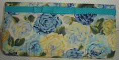 Carteira nellfernandes pequena em algodão floral azul, lacinho Chanel.