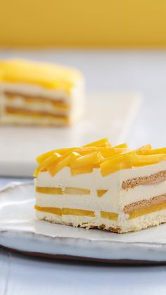 Ice Box Cake This mango icebox cake is a Summer family classic! the layers of juicy fresh mango are sure to keep you refreshed!This mango icebox cake is a Summer family classic! the layers of juicy fresh mango are sure to keep you refreshed! Easy Desserts, Delicious Desserts, Yummy Food, Yellow Desserts, Baking Desserts, Mango Cake, Mango Graham Cake, Mango Pound Cake Recipe, Best Peach Pie Recipe