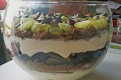 Schichtdessert mit Weintrauben