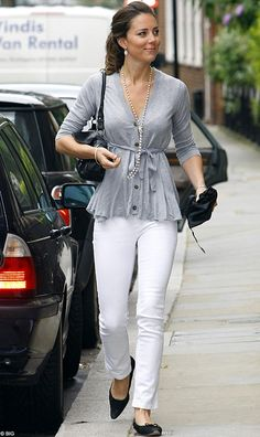 wear jeans with pearls | Kate-Middleton-Pictures                                                                                                                                                                                 Más