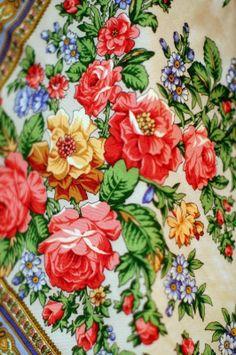 Russian Pavlovsky Posad shawl. A floral pattern. #folk #Russian #shawl