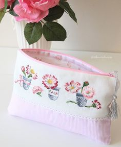 Great Photo Cross Stitch bag Concepts Considering I am mix stitching due to the fact I'm her My partner and i occasionally assume which everybody Cross Stitching, Cross Stitch Embroidery, Embroidery Patterns, Hand Embroidery, Cross Stitch Patterns, Diy Sticker, Zipper Pouch Tutorial, Diy Purse, Crochet Instructions
