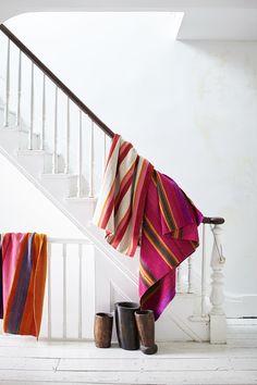 A house full of textiles: Bohemian style in Brooklyn - Home Design & Interior Ideas Estilo Hippie Chic, Hippy Chic, Home Interior, Interior And Exterior, Interior Design, Interior Ideas, Brooklyn House, Vintage Settee, Peruvian Textiles