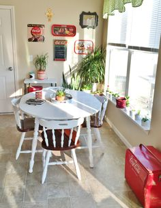 How to paint a laminate table top! Change up the look of that hand-me-down kitchen set with some primer and paint.  #FreshandNew #CocaCola
