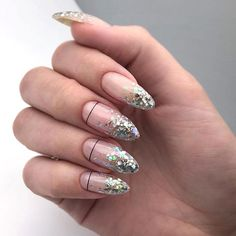 Nail art Christmas - the festive spirit on the nails. Over 70 creative ideas and tutorials - My Nails Gradient Nails, Nailart Glitter, Holographic Nails, Glitter Nail Art, Gel Nail Art, Gold Nails, Fun Nails, Matte Nails, Stiletto Nails