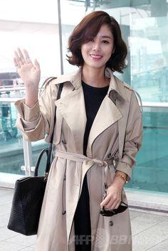 韓国・仁川国際空港(Incheon International Airport)からフランス・カンヌ(Cannes)に向けて出発する、女優のキム・ソンリョン(Kim Sung-Ryong、2014年5月19日撮影)。(c)STARNEWS ▼22May2014AFP|韓国の俳優ら、カンヌ国際映画祭に向けて出発 http://www.afpbb.com/articles/-/3015449 #Kim_Sung_Ryong