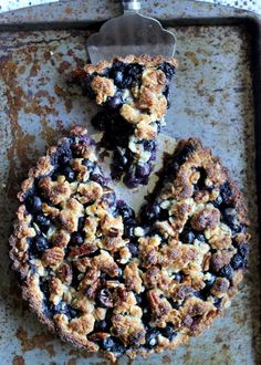 Blueberry Crispy Tart with Oatmeal Crust (Gluten-free, Vegan, & Refined Sugar-Free) | from Bakerita.com #recipe (Baking Cookies Pie Crusts)