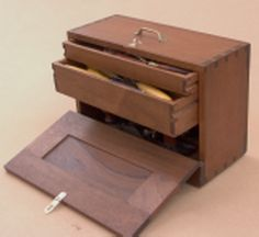 Inspirational find. Wooden Tool Chest by Paul Sellers.