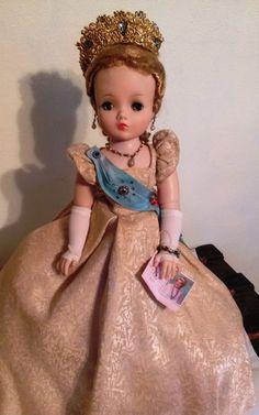 """RARE 21"""" Madame Alexander 1958 QUEEN ELIZABETH Cissy Doll #2281 in Gold Brocade"""
