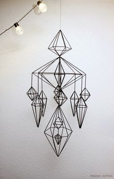 Finnish style of moblie called himmeli Fun Crafts, Diy And Crafts, Straw Decorations, Straw Art, Idee Diy, Handmade Ornaments, Wire Art, Geometric Art, Mobiles