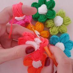 """Flores puff 597 Me gusta, 4 comentarios - Youtube Crochet Atölyesi 💞 (@crochet_atolyesi) en Instagram: """"Bütün hikaye """"Puff Çiçeklerin Ortası Nasıl Puff Yapılır Acaba?"""" Sorusunun sorulmasıyla başladı.🌹🌹🌹…"""""""