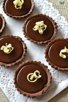 Keebler Mini Cookies Cup - Now Desserts Tart Recipes, Sweet Recipes, Cookie Recipes, Dessert Recipes, Chocolate Day, Chocolate Desserts, Chocolate Tarts, Chocolate Ganache, Chocolate Thermomix