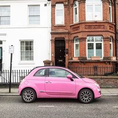 🌸 You shouldn't have, this is way too much. But if you insist... Tsss he's done it again ! . . #pinkcar #fiat500 #pinkfiat500 #lostinlondonblog #londonstreets #acolorstory #timeoutlondon #Ilovelondon #Ilivehere #prettycitylondon #southkensington #pinklondon #londonthroughmyeyes