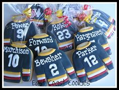 These hockey jersey sugar cookies would be great for loot bags for a hockey party! Hockey Birthday Parties, Hockey Party, Sports Party, Boy Birthday, Hockey Wedding, Birthday Ideas, Birthday Cake, Iced Cookies, Sugar Cookies