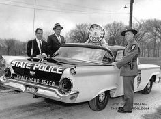 1959 Ford Illinois State Police Car decked out with an enormous analog speedometer might seem quaint, but these lawmen might have had a few tricks of their own up their sleeves Old Police Cars, Ford Police, State Police, Police Patrol, Ford Lincoln Mercury, Radios, Vintage Cars, Antique Cars, Vintage Photos