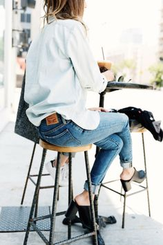 chambray top, skinny jeans, black stacked heel mules, perfect for a coffee date.
