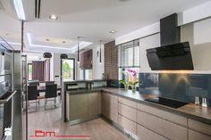 dom 300m2 - Duża otwarta kuchnia w kształcie litery g, styl nowoczesny - zdjęcie od bm2 brzostek maciej