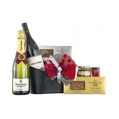 Una caja de Navidad para sorprender. Consta de un hermoso revistero de piel negro con una botella de cava brut reserva, una botella de vino tinto reserva Rioja, turrones de chocolate, una confitura de pétalos de rosas y una terrina de pato con manzana caramelizada. Un regalo 100% navideño. #regalos #navidad #cava #vino