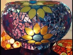 Como hacer mosaiquismo - Fanales, My Crafts and DIY Projects Mosaic Bottles, Mosaic Vase, Mirror Mosaic, Stained Glass Patterns, Mosaic Patterns, Candle Holder Decor, Mosaic Crafts, Diy Arts And Crafts, Glass Art