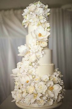 White Wedding Cakes Featured Wedding Cake: The Sugar Suite - Here is today's top featured wedding cake inspiration from The Sugar Suite, Maitland Florida. Amazing Wedding Cakes, White Wedding Cakes, Elegant Wedding Cakes, Wedding Cake Designs, Elegant Cakes, Purple Wedding, Amazing Cakes, White Cakes, Bolo Floral