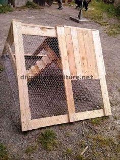 Poulailler construit avec des palettes