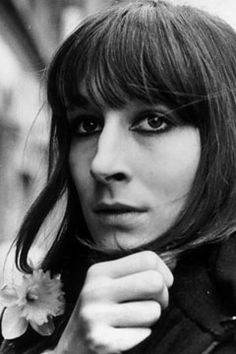Angelica Houston, fabulous smoky eyes and the haircut I wish I could wear. 60s.   http://thatgirlstylellp.com/wp-content/uploads/2011/12/09f.jpeg