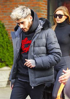 The Blonde Look. Zayn Malik, the Fashion Icon is a chameleon of sorts. Zayn Malik Blonde, Zayn Malik Style, Zyan Malik Hairstyle, Bleached Hair Men, Dyed Hair Men, Zayn Mallik, Men Hair Color, Bleach Blonde, Boy Hairstyles