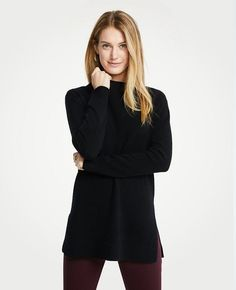 Black Fashion: A Chic All Black Holiday Outfit. Holiday Outfits, Fall Outfits, Fashion Outfits, Black Gucci Belt, Wearing All Black, Fashion Jackson, Back To Black, Cashmere, Chic